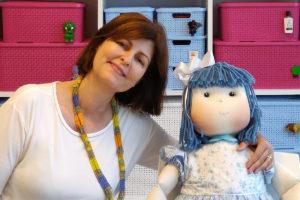 Miryam e a boneca Blue