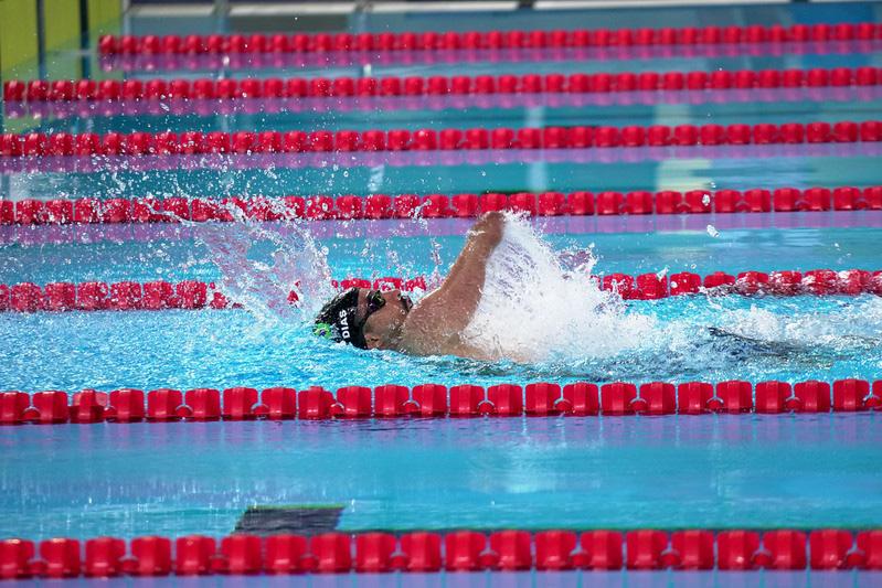 foto de Daniel Dias nadando costas
